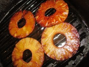 pan grilled pineapple for burgers